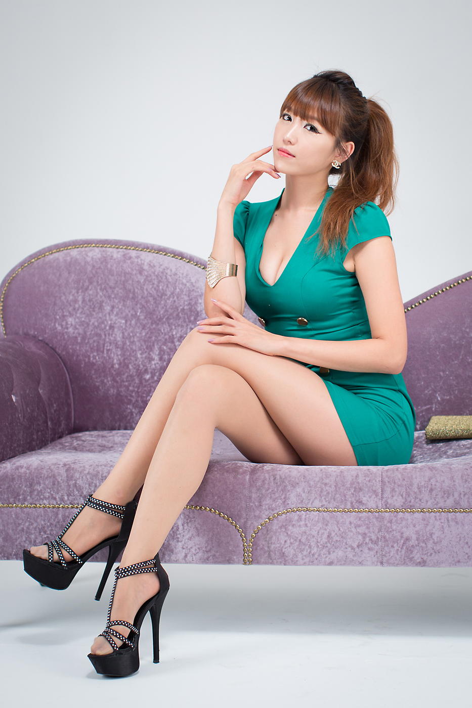 Chinese pantyhose lady in the office